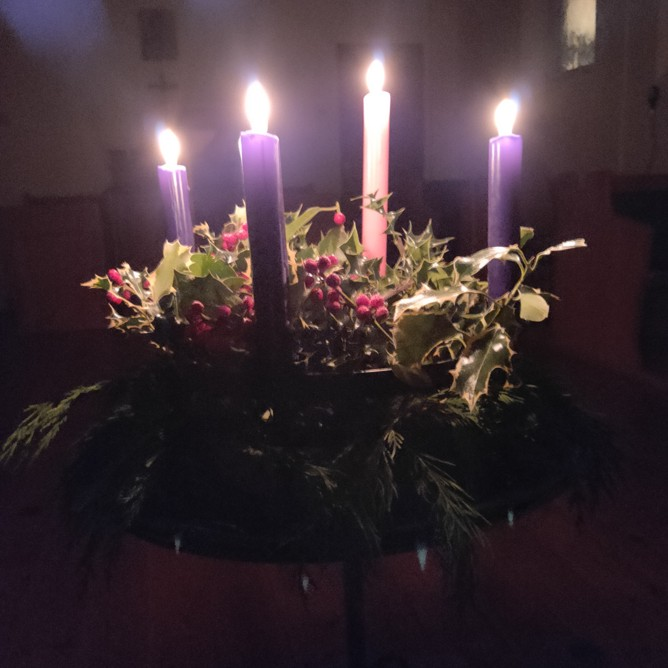 Advent wreath with 4th candle lit